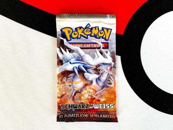Pokemon-TCG-Schwarz-und-Weiss-Black-and-White-Base-Set-Reshiram-Packart-Front